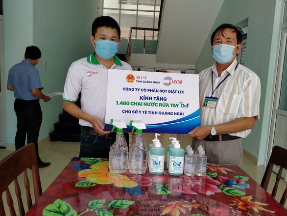 Tiếp sức hơn 2.000 lít dung dịch rửa tay On1 đến Đà Nẵng, Quảng Nam, Quảng Ngãi - Ảnh 2.