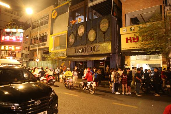 Đúng 0h sáng 31-7, phường trung tâm TP.HCM vận động các quán ở phố Tây đóng cửa - Ảnh 1.