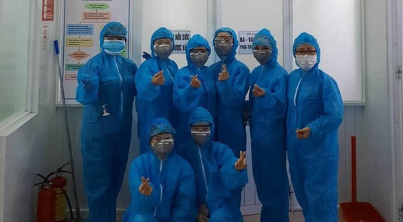 Y bác sĩ trong bệnh viện phong tỏa: Chúng tôi đang tạo thành một khối - Ảnh 2.