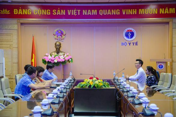 Tiếp sức y - bác sĩ tuyến đầu chống COVID-19, Ecopark trao 3 tỉ đồng cho Bệnh viện C Đà Nẵng - Ảnh 1.