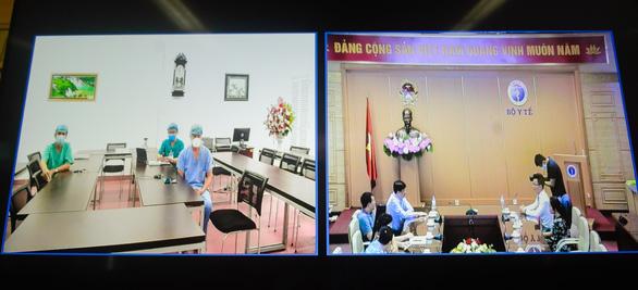 Tiếp sức y - bác sĩ tuyến đầu chống COVID-19, Ecopark trao 3 tỉ đồng cho Bệnh viện C Đà Nẵng - Ảnh 2.