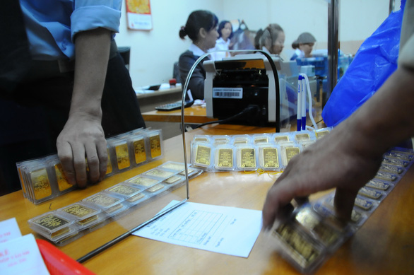 Vàng miếng 57,9  triệu đồng/lượng, vàng nhẫn hụt hơi - Ảnh 1.