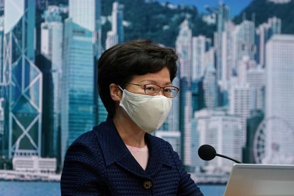 Hong Kong hoãn bầu cử Hội đồng lập pháp vì COVID-19 - Ảnh 1.