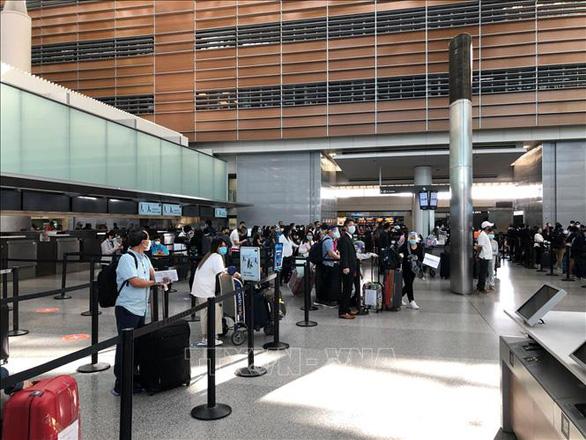 Gần 300 người Việt từ Mỹ, Nhật về nước - Ảnh 1.