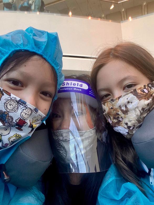 Hồng Nhung và hai con từ Mỹ về, lạc quan vui vẻ ở khu cách ly Quảng Ninh - Ảnh 3.