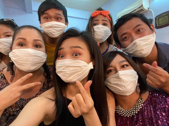 Hồng Vân đóng sân khấu, Hòa Minzy, Nguyễn Trần Trung Quân hủy show vì COVID-19 - Ảnh 1.