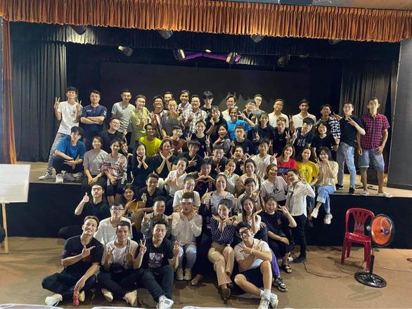 Hồng Vân đóng sân khấu, Hòa Minzy, Nguyễn Trần Trung Quân hủy show vì COVID-19 - Ảnh 2.