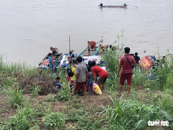 Ngăn chặn kịp 41 người nhập cảnh trái phép vào Việt Nam - Ảnh 2.