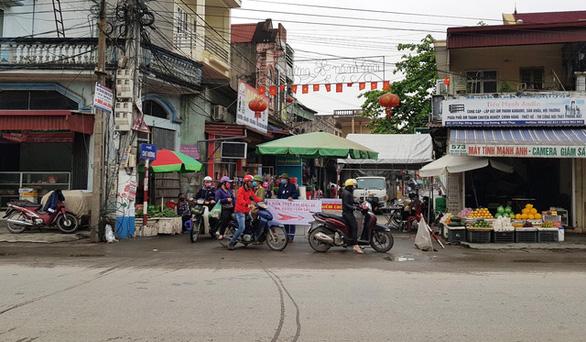 Hà Nội yêu cầu giãn cách 1 mét, nhiều địa phương cấm bar, karaoke, quán vỉa hè từ 1-8 - Ảnh 3.