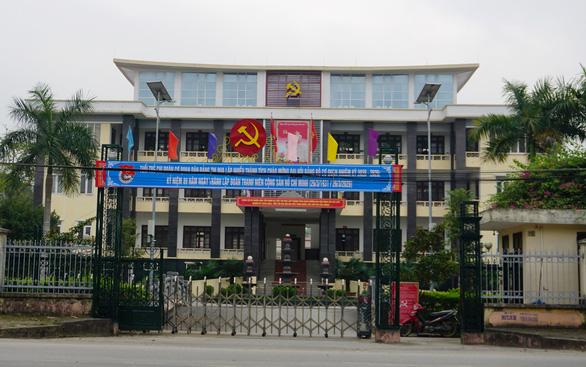 Cách chức nguyên bí thư, nguyên phó bí thư huyện vì món nợ hơn 50 tỉ của huyện - Ảnh 1.