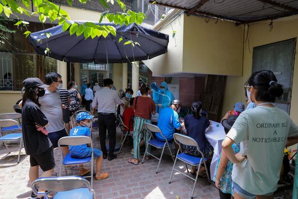 Bộ Y tế điều đội phản ứng nhanh của 3 bệnh viện ra Quảng Nam chống dịch COVID-19 - Ảnh 1.