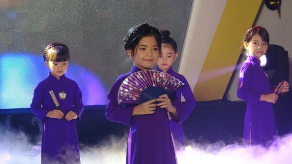 Cô bé 6 tuổi đăng quang Đại sứ Áo dài nhí 2020 - Ảnh 2.