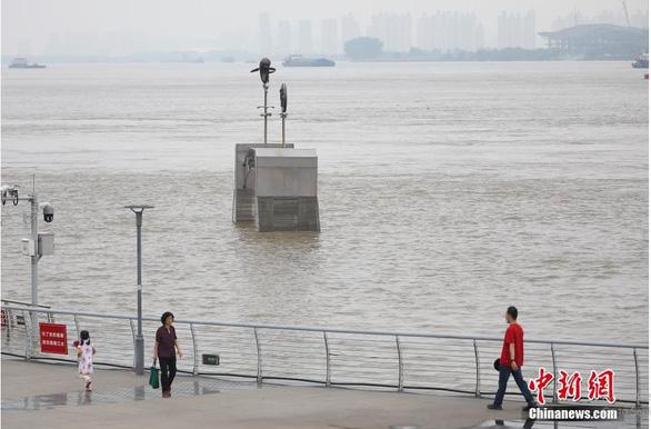Trung Quốc tăng phản ứng chống lũ lên cấp 3, yêu cầu đập Tam Hiệp giảm xả nước - Ảnh 1.