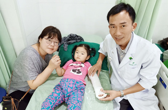 Nỗ lực học tập không ngừng vì sức khỏe người bệnh - Ảnh 4.
