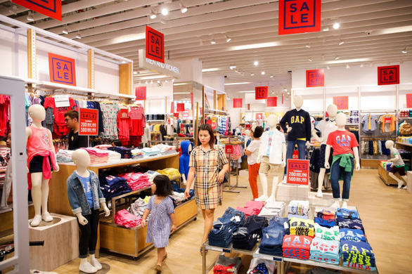 Hàng trăm thương hiệu quốc tế giảm giá sâu đến 100% - Ảnh 1.