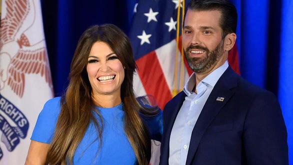 Bạn gái của con trai cả ông Trump dương tính với virus corona - Ảnh 1.