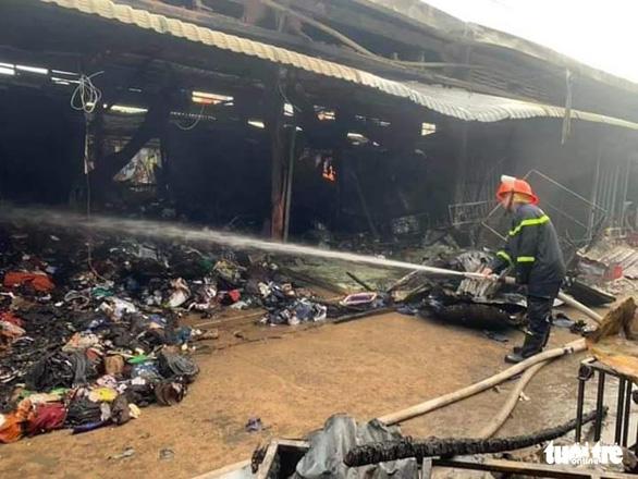 Cháy lớn ở chợ Nhị Quý, thiệt hại khoảng 5 tỉ đồng - Ảnh 4.