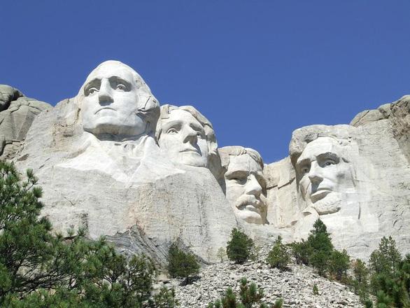 Ông Trump mừng Quốc khánh Mỹ trên núi Rushmore - Ảnh 1.