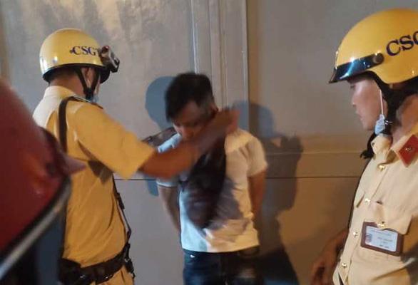 Cướp xong tưởng thoát thì bị cảnh sát giao thông bắt giữ - Ảnh 1.