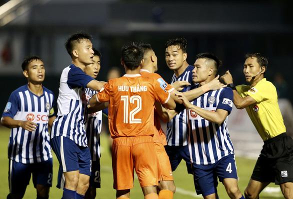 Thua Bà Rịa - Vũng Tàu, HLV Nguyễn Đức Thắng không hài lòng về trọng tài - Ảnh 3.