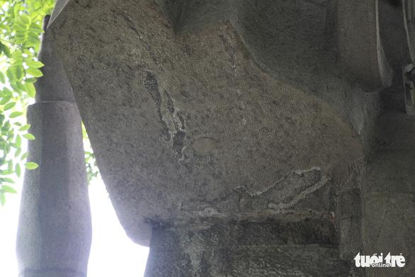 Tượng đài Quyết tử để Tổ quốc quyết sinh bị bong tróc, xuống cấp - Ảnh 4.
