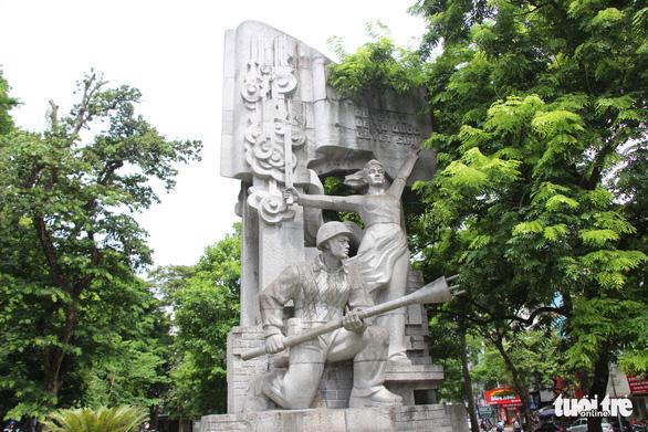 Tượng đài Quyết tử để Tổ quốc quyết sinh bị bong tróc, xuống cấp - Ảnh 5.