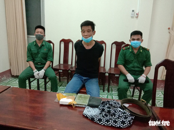 Bắt 2 nghi phạm nghi chuyển heroin và ma túy đá qua ngõ Campuchia - Ảnh 1.