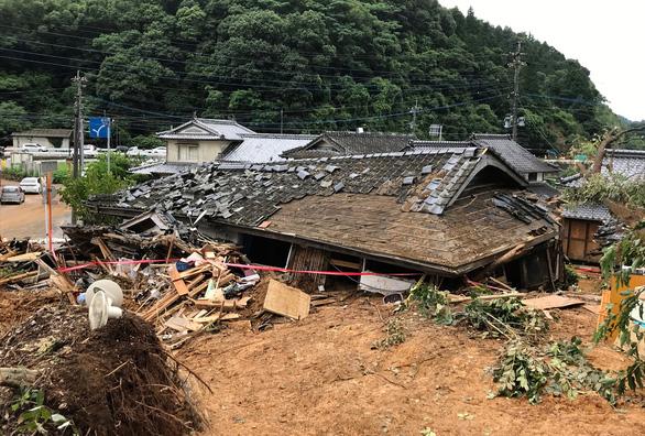 Mưa lũ gây cảnh tang hoang như sóng thần ở Nhật - Ảnh 4.