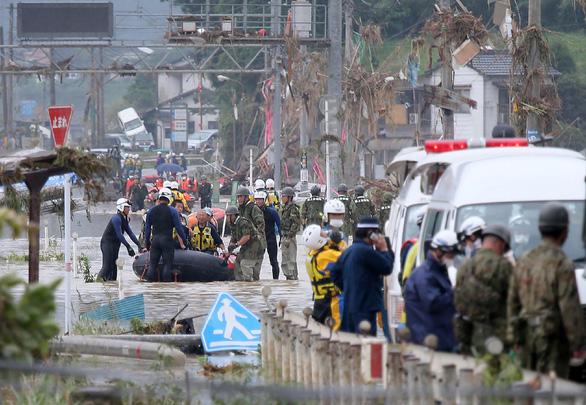 Mưa lũ gây cảnh tang hoang như sóng thần ở Nhật - Ảnh 5.