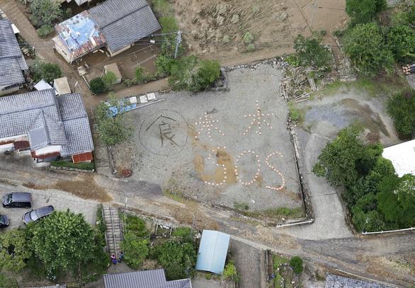 Mưa lũ gây cảnh tang hoang như sóng thần ở Nhật - Ảnh 1.