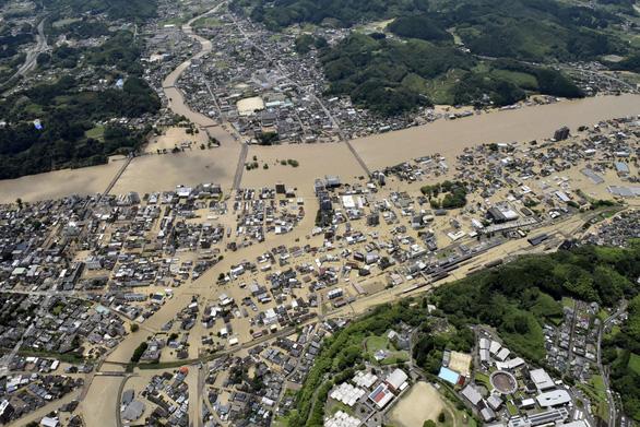 Mưa lũ gây cảnh tang hoang như sóng thần ở Nhật - Ảnh 8.