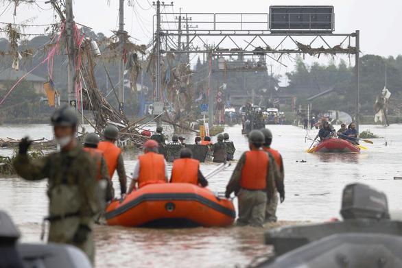 Mưa lũ gây cảnh tang hoang như sóng thần ở Nhật - Ảnh 7.