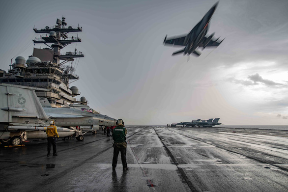 Mỹ bất ngờ hé lộ chi tiết tập trận cả ngày lẫn đêm trên Biển Đông - Ảnh 1.