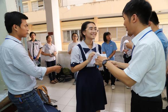 Học sinh dự thi vào lớp 10 phổ thông năng khiếu thấp hơn năm trước - Ảnh 1.