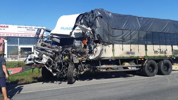 Xe tải đấu đầu xe container khiến 1 người chết, 2 người bị thương nặng - Ảnh 3.