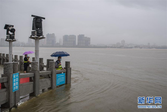 Từng đứng hình vì virus, Vũ Hán lại bị nhấn chìm dưới mưa như trút - Ảnh 7.