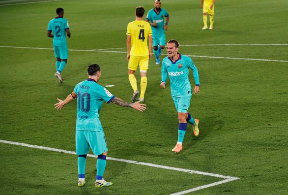 Bị VAR và xà ngang từ chối bàn thắng, Messi vẫn là người hùng giúp Barca đại thắng - Ảnh 1.