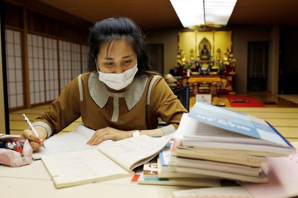 Ngôi chùa ở Tokyo đón công nhân Việt nương náu qua dịch COVID-19 - Ảnh 2.