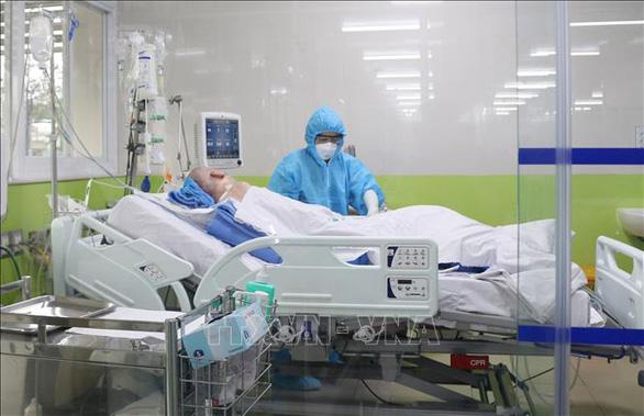 Bệnh nhân phi công người Anh được công bố khỏi bệnh, không cần cách ly - Ảnh 1.