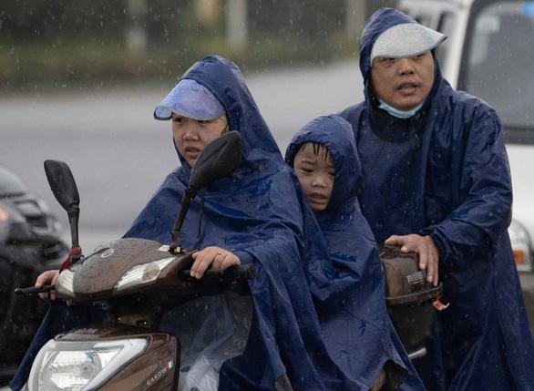 Từng đứng hình vì virus, Vũ Hán lại bị nhấn chìm dưới mưa như trút - Ảnh 6.