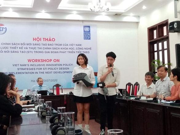 Mũ cách ly di động của hai học sinh Việt Nam - Ảnh 3.