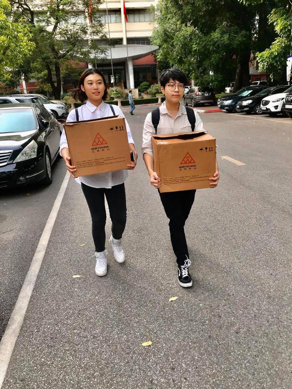 Mũ cách ly di động của hai học sinh Việt Nam - Ảnh 2.
