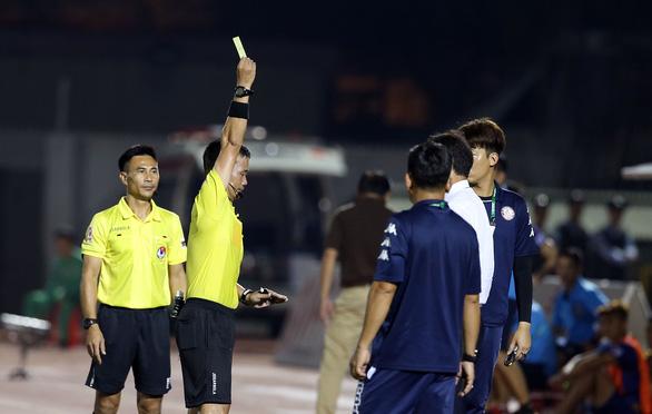HLV Chung Hae Soung: Tôi phản ứng trọng tài để bảo vệ các cầu thủ của mình - Ảnh 2.