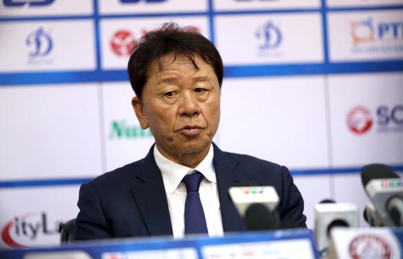 HLV Chung Hae Soung: Tôi phản ứng trọng tài để bảo vệ các cầu thủ của mình - Ảnh 1.