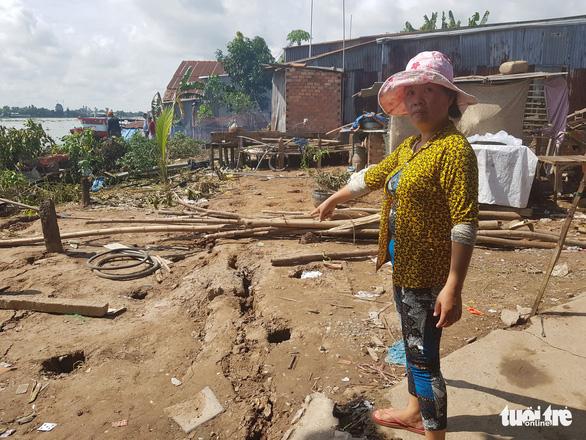 Bờ sông Hậu sạt lở mạnh, di dời khẩn cấp hàng chục nhà dân - Ảnh 2.
