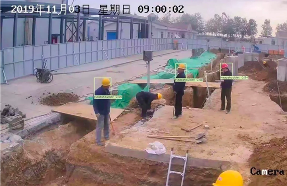 Trung Quốc dùng AI phát hiện công nhân vừa làm việc vừa xài điện thoại - Ảnh 1.