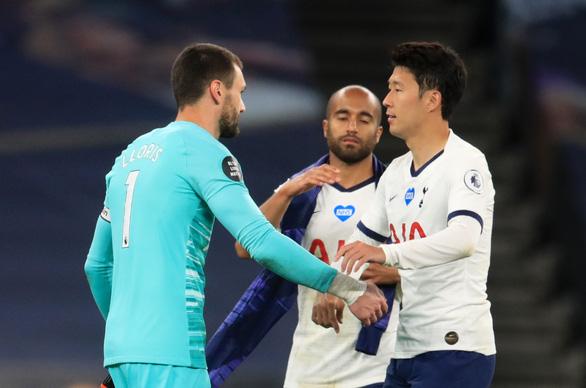Son Heung Min, Hugo Lloris suýt choảng nhau trong trận Tottenham thắng Everton - Ảnh 1.