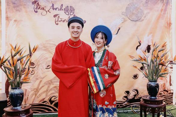 Cô dâu khoác áo Nhật Bình, chú rể diện áo tấc đẹp sững sờ đường rước dâu - Ảnh 2.