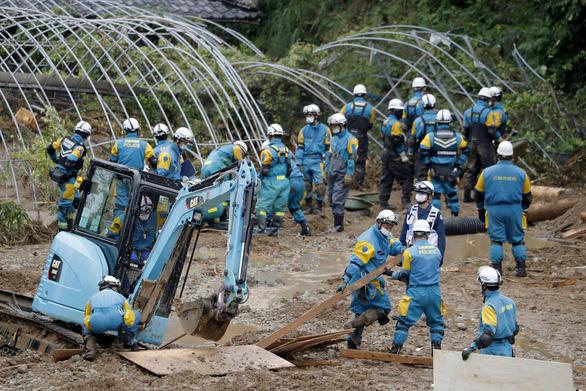 Ít nhất 50 người chết vì mưa lụt, Nhật Bản tăng tốc cứu hộ - Ảnh 2.
