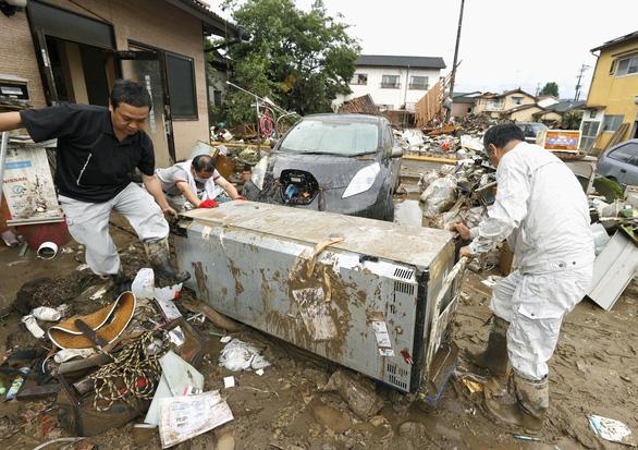Ít nhất 50 người chết vì mưa lụt, Nhật Bản tăng tốc cứu hộ - Ảnh 3.